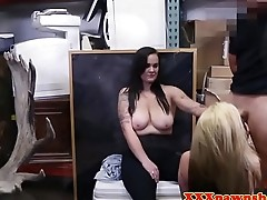 Pawnshop amateurs cocksucking in threeway