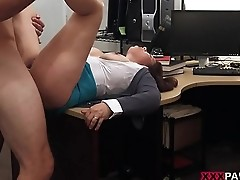 MILF sells her husband'_s stuff for bail $$$
