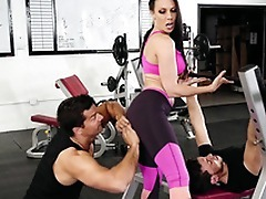 Gym visitor touches Rachel Starr's ass hinting at XXX amusement
