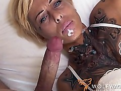 Tattooed mom with short hair enjoys XXX pepperoni on the blind date